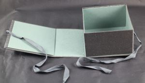 Collapsible Giftbox With Ribbon Closure