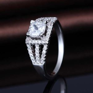 925 Sterling Silver Diamond Lady Finger Ring