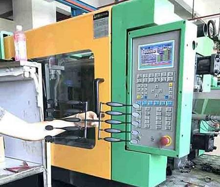oval makeup brush injection machine(001).jpg